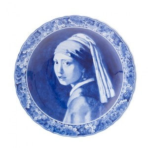 Delft_Plate_Girl_with_earri-560x560